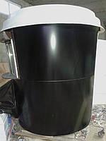 Черный кофейный киоск-стакан с белой крышей с роллетами