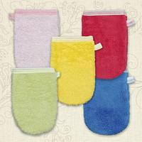 Махровая рукавичка для купания малышей BetiS
