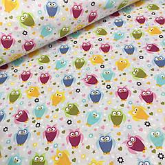 Ткань бязь с маленькими цветными совами  на светло-сером фоне №542