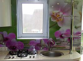 монтаж кухонного фартука  с фотопечатью на стену с помощью креплений