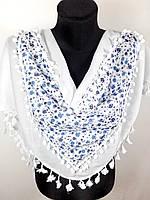 Элегантная хлопковая косынка «Молодежная» белого цвета с цветочным принтом и узорами (5)