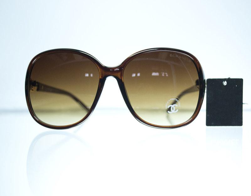 Сонцезахисні окуляри для жінок модні