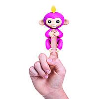 Интерактивная ручная обезьянка (розовая)