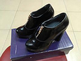 Женские демисезонные туфли из натуральной кожи Red Queen чёрные.