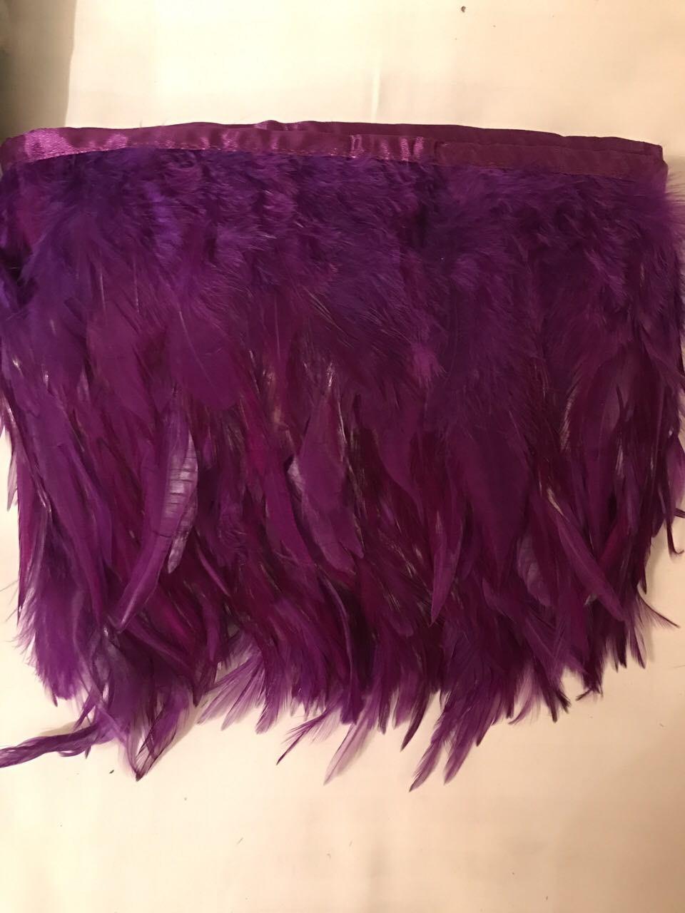 Перьевая тесьма из перьев петуха.Цвет фиолетовый.Цена за 0,5м