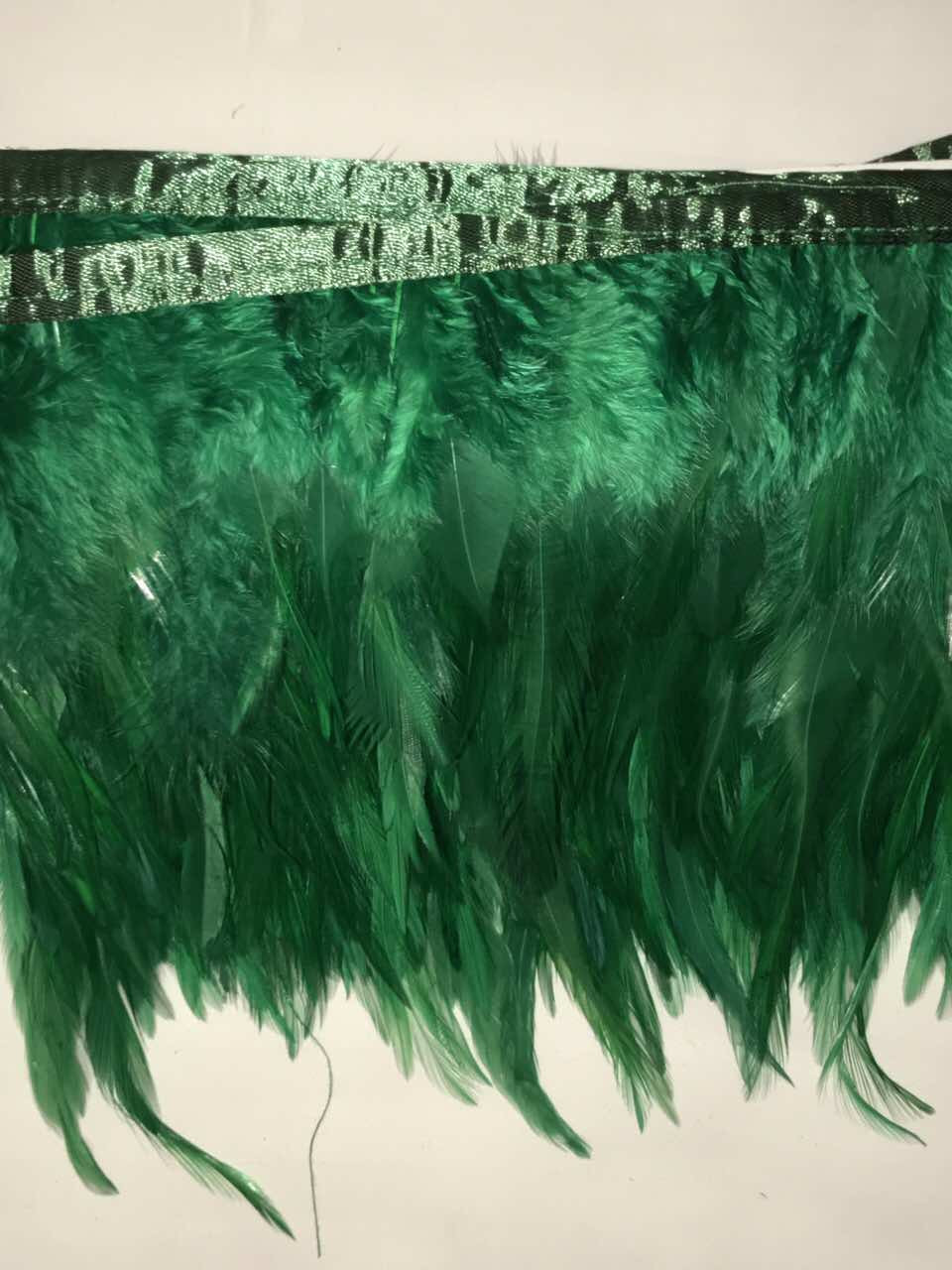 Перьевая тесьма из перьев петуха .Цвета оттенки зеленого.Цена за 0,5м