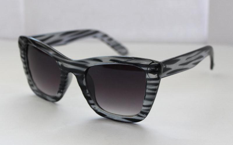 Квадратные солнцезащитные женские очки в оправе анималистической расцветки
