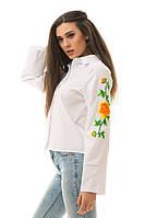 Женская белая рубашка с вышивкой на рукавах