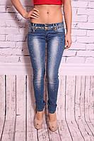 Светлые женские джинсы с потертостями и декором, фото 1
