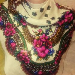 Платок с люриксом и цветами разных цветов