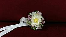 Бутоньерка для свидельницы бежевая с розовым(цветочный браслет)