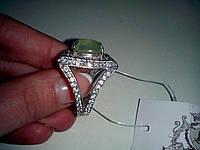 Кольцо с натуральным камнем пренит в серебре.