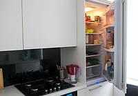 Маленькая кухня со встроенной техникой, фото 1