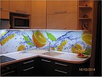 Угловая кухня с микроволновкой в секции, фото 1