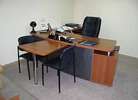 Стол руководителя  в кабинет  с приставкой