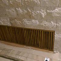 Декоративная решетка на радиатор в виде жалюзи из натурального дерева