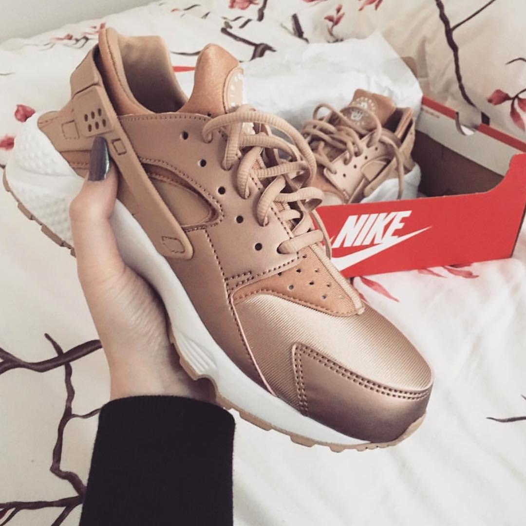 Женские кроссовки Nike AIr Huarache Rose Gold