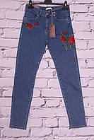 Джинсы женские американка с цветочной вышивкой IT'S (код )