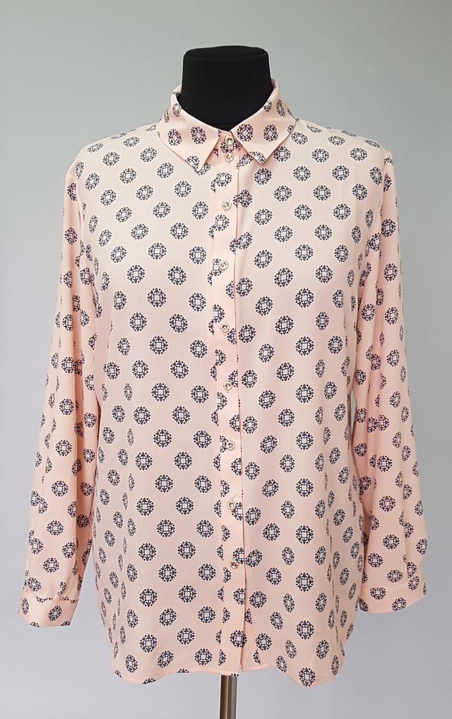 фотография женская рубашка из тонкой ткани