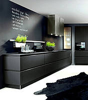 Угловая кухня с крашеными фасадами