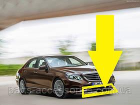 Центральный хромовый молдинг накладка переднего бампера Mercedes E E-Class W212 рестайлинг 2013-16 Новая
