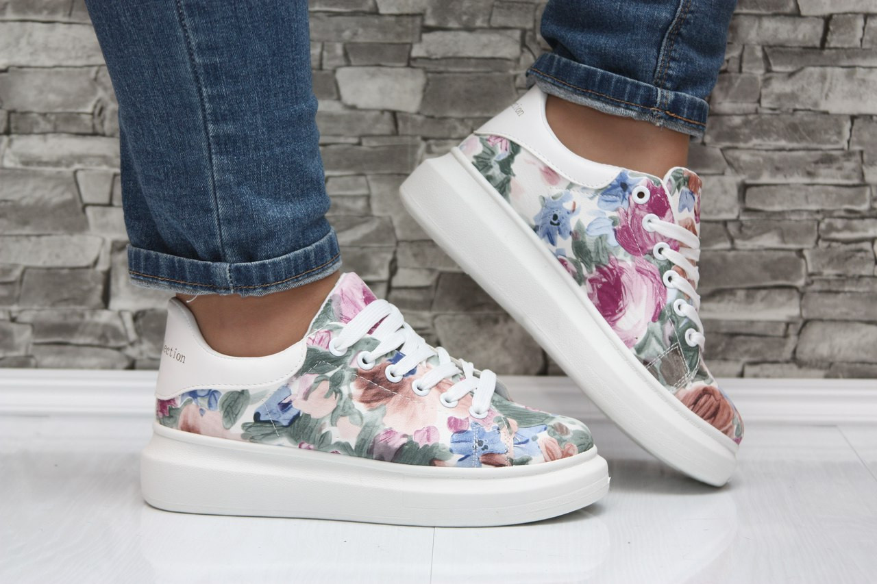 Женские оригинальные кроссовки на белой дутой подошве - Интернет магазин