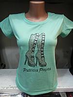 Женская футболка декорированным рисунком со стразами
