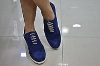 Женские итальянские замшевые насыщеного синего цвета туфли на шнуровке с перфорацией броги