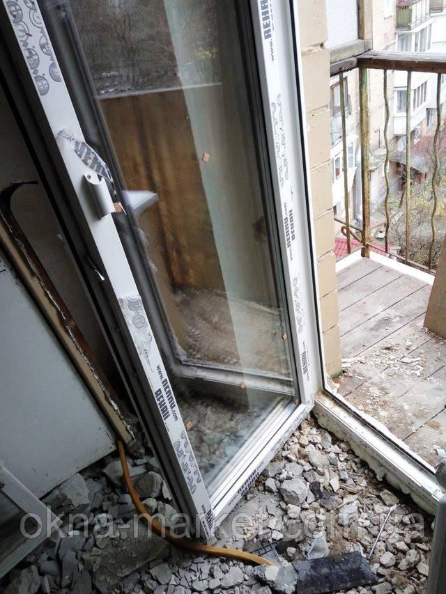 Двери металлопластиковые балконные Рехау