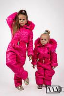Зимние комбинезоны для мамы и дочки с натуральной опушкой малиновые