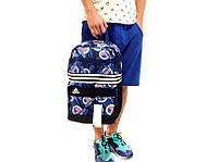 Спортивный рюкзак adidas, черный с синим принтом, материал - полиестер с водоотталкивающей пропиткой