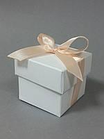 Бонбоньерка коробочка с крышечкой белая