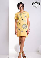 """Платье полуприлегающего силуэта с короткими рукавами, украшено вышивкой и стразами """"Сваровски"""""""