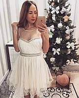 Платье с гипюровой спинкой декорированное стразами и бантом