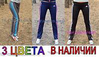 Женские спортивные штаны оптом Adidas с лампасами код: 126