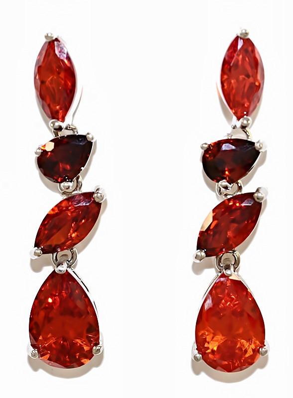 Серьги вечерние.Камень: бордовый  циркон. Высота серьги: 4 см. Ширина: 8 мм.