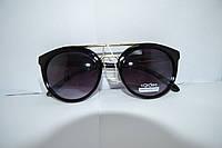 Солнцезащитные очки с черными линзами