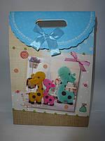 Пакет подарочный на липучке треугольный картонный средний