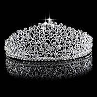Очаровательная диадема для невесты со стразами