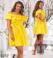 Женское яркое платье с воланом (разные цвета)