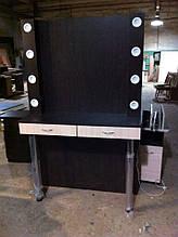 Стол для визажиста на металлических ножках