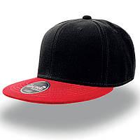 Черная кепка с прямым красным козырьком (Snapback)
