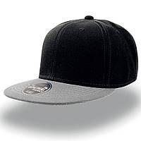 Черная кепка с прямым серым козырьком (Snapback)