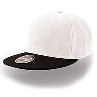 Белая кепка с прямым черным козырьком (Snapback)