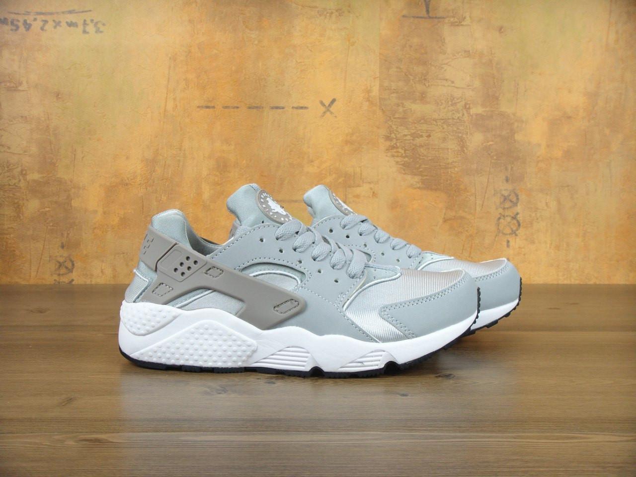Кроссовки женские Nike Huaraсhe 30190 серо-серебристые