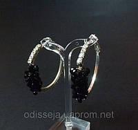 Серьги-кольца, белый металл, белые стразы, черные камни, D -4 см 1_3_33