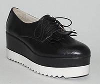 :Женские туфли кожаные на черно-белой платформе