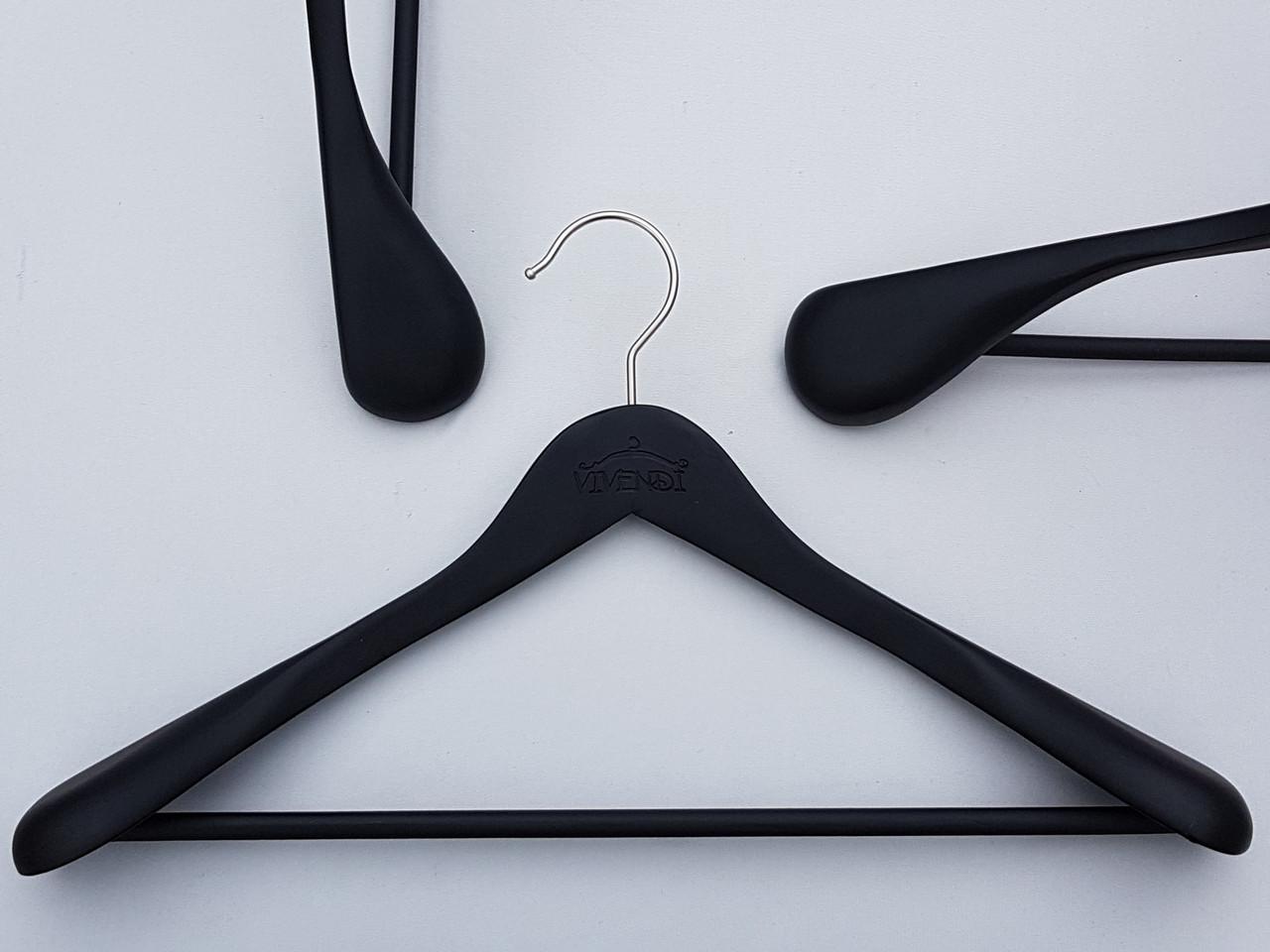 Длина 45 см. Плечики вешалки тремпеля деревянные черного цвета широкие, покрытие  soft-touch