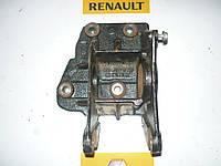 Кронштейн подшипника правой полуоси Renault Master / Movano 2.5dci 03> (OE RENAULT 8200027177)