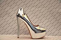 Туфли женские стильные на высоком каблуке лаковые цвет серебро